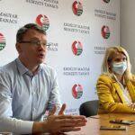 Folytatódik a honosítási folyamat, zajlik a választási regisztráció az EMNT és a Néppárt segítségével